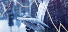 Abstrakter Börsenverlauf in bläulichem Ton mit fiktivem Analysten im Hintergrund.
