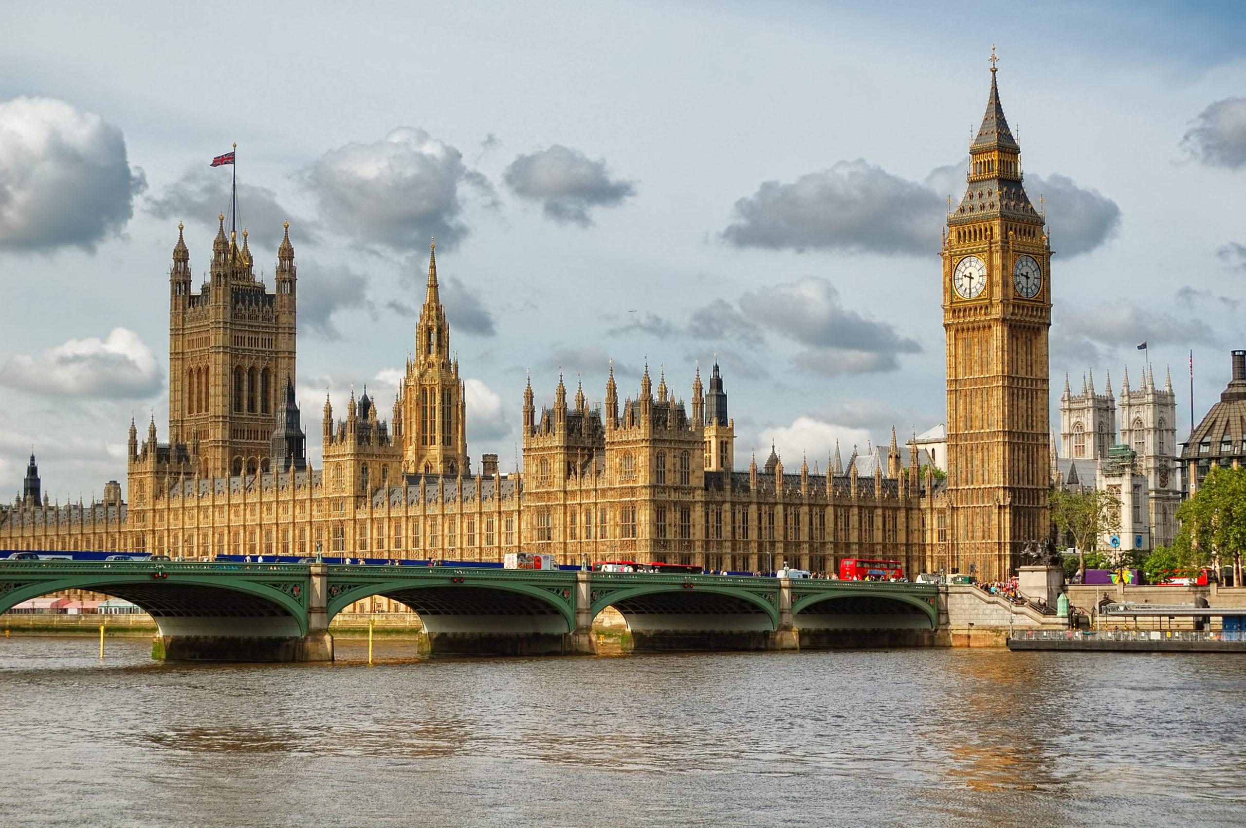 Großbritanniens Wirtschaftsleistung bricht massiv ein