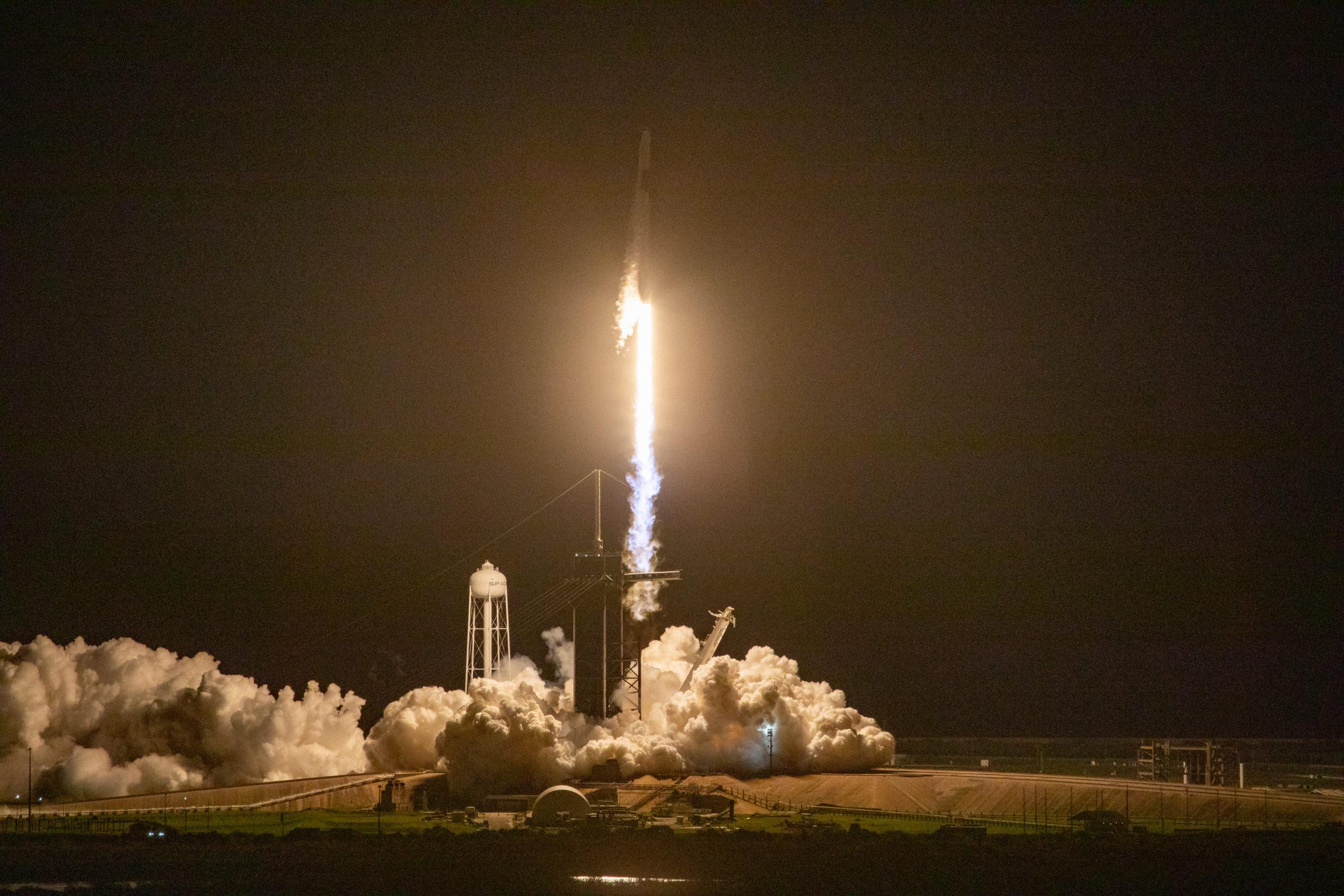 SpaceX-Rakete bringt Astronauten zur Internationalen Raumstation