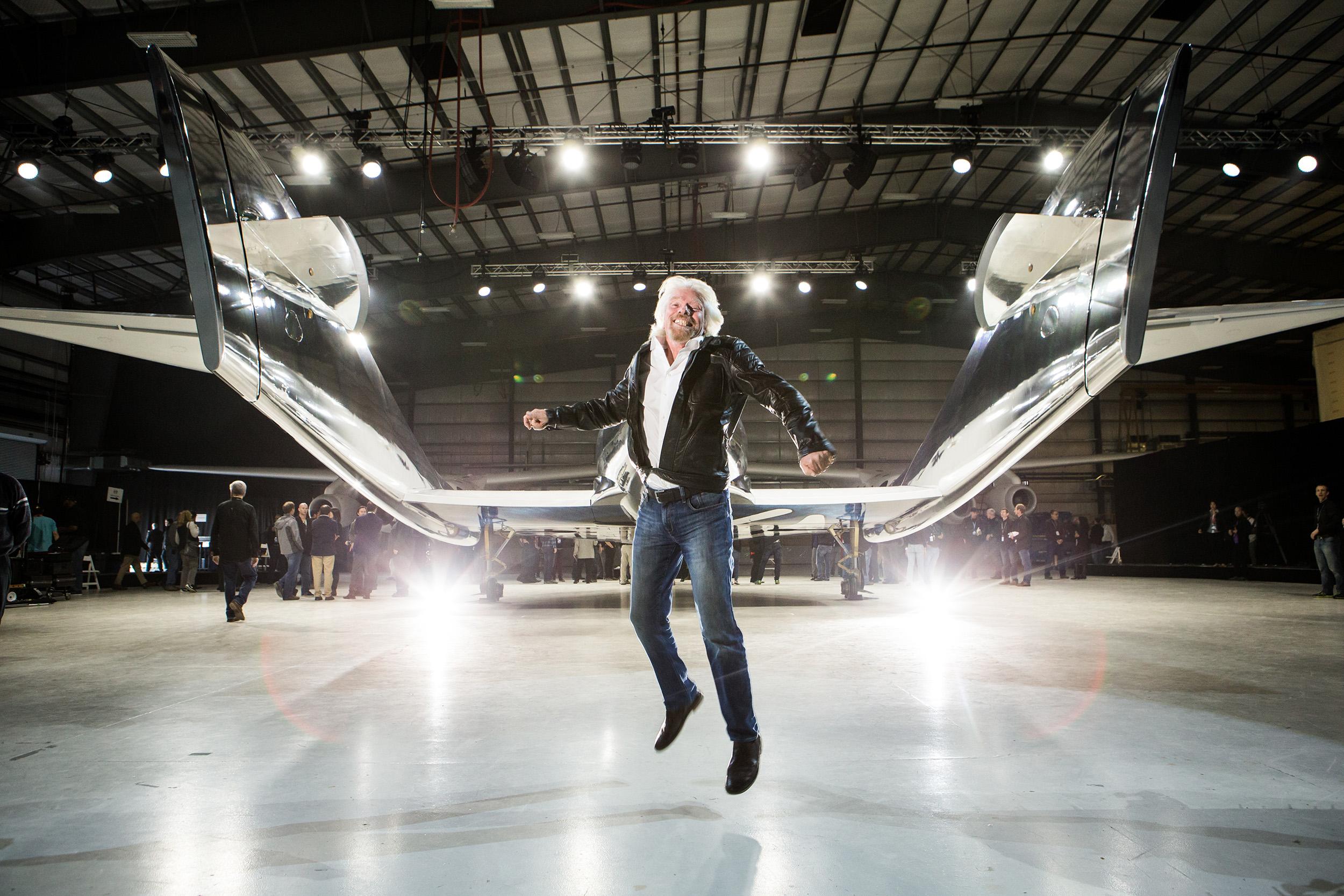 Richard Branson will mit dem ersten Flug ins All fliegen